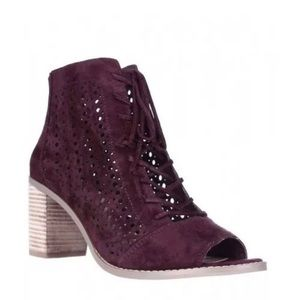 VINCE CAMUTO Trevan Cutout Bootie